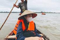 """Nữ MC bị chỉ trích mạnh mẽ vì đăng status mỉa mai, """"bóc giá"""" kém duyên đồ Thuỷ Tiên mặc khi đi cứu trợ miền Trung"""