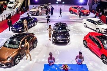 Car dealers sprint in last months of year, car prices plummet