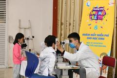 Khám mắt miễn phí cho gần 7000 học sinh tiểu học