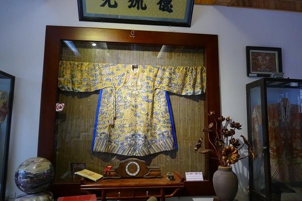 Bộ trang phục giá hơn 1 tỷ đồng của người đàn ông Hà Nội
