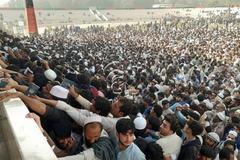 Biển người tranh nhau xin visa ở Afghanistan, hàng chục người chết vì giẫm đạp