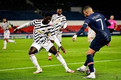 "Rio Ferdinand hết lời khen trung vệ MU ""bỏ túi"" Mbappe"