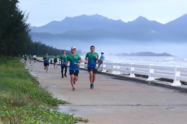 Runner các miền hứng khởi chạy kết nối VPBank Hanoi Marathon ASEAN 2020