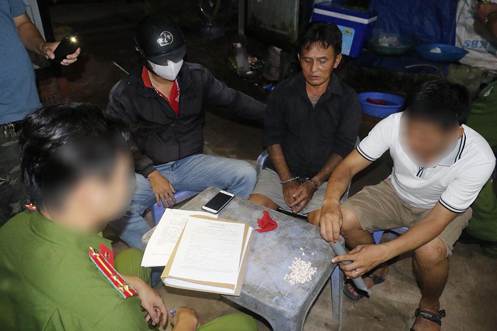 Đánh sập đường dây ma túy ở Cần Thơ, thu giữ hàng trăm tép heroin
