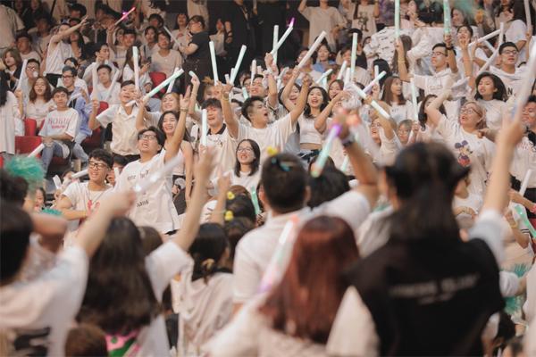 Gần 3.000 tân sinh viên TP.HCM 'bùng cháy' cùng realme