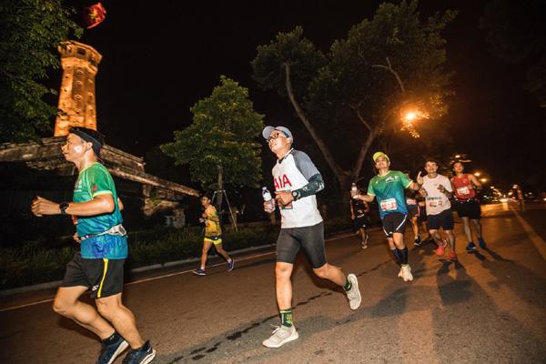 Các runner đến từ AIA Việt Nam lan toả thông điệp sống khoẻ