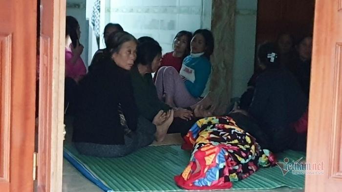 Vụ 22 người bị đất lở vùi lấp: Nỗi đau của cô giáo tiểu học 15 ngày chít 3 khăn tang