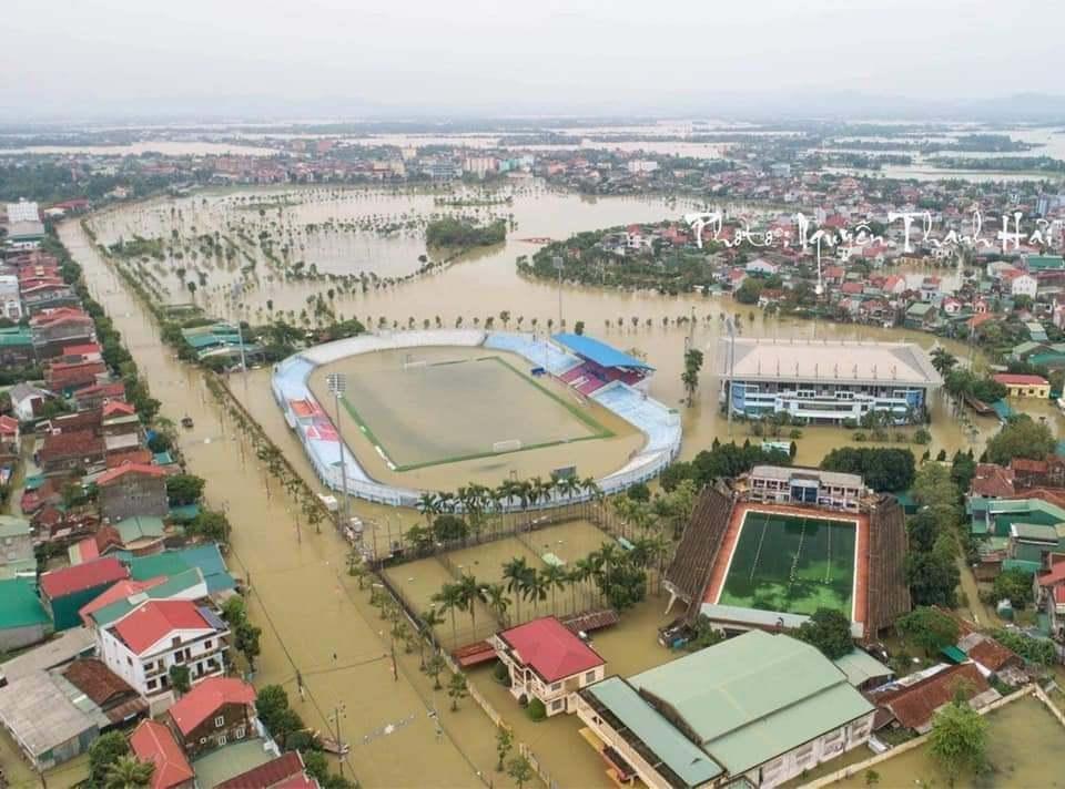 Mưa lũ ngập lụt, Hà Tĩnh đấu Viettel tại Hàng Đẫy