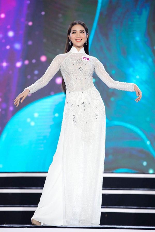 Thí sinh Hoa hậu Việt Nam 2020 giống nhau như 2 chị em ruột