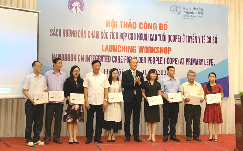 Việt Nam là nước đầu tiên dịch sách Hướng dẫn chăm sóc người cao tuổi của WHO