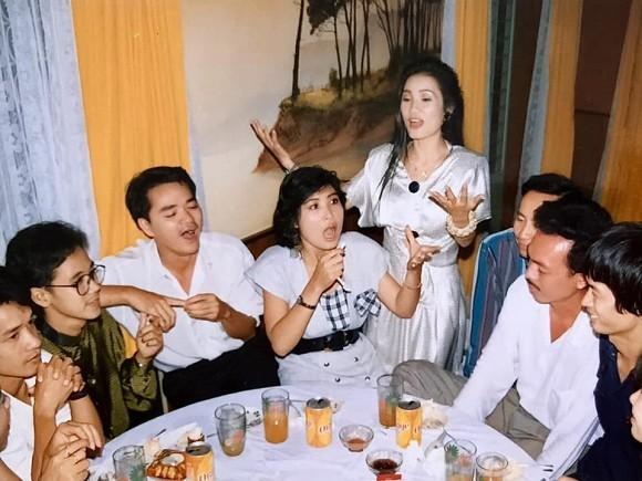 Đàm Vĩnh Hưng phản ứng vì nghệ sĩ đi từ thiện bị bàn tán nhiều