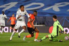Real Madrid thua sốc trận ra quân Champions League