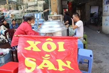 Kỳ lạ món ăn độn nhà nghèo thời bao cấp, thành đặc sản 'xếp hàng' ở Hà Nội