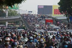 """Sáu dự án """"giải cứu"""" ùn tắc cửa ngõ Tân Sơn Nhất đang bức bí mặt bằng"""