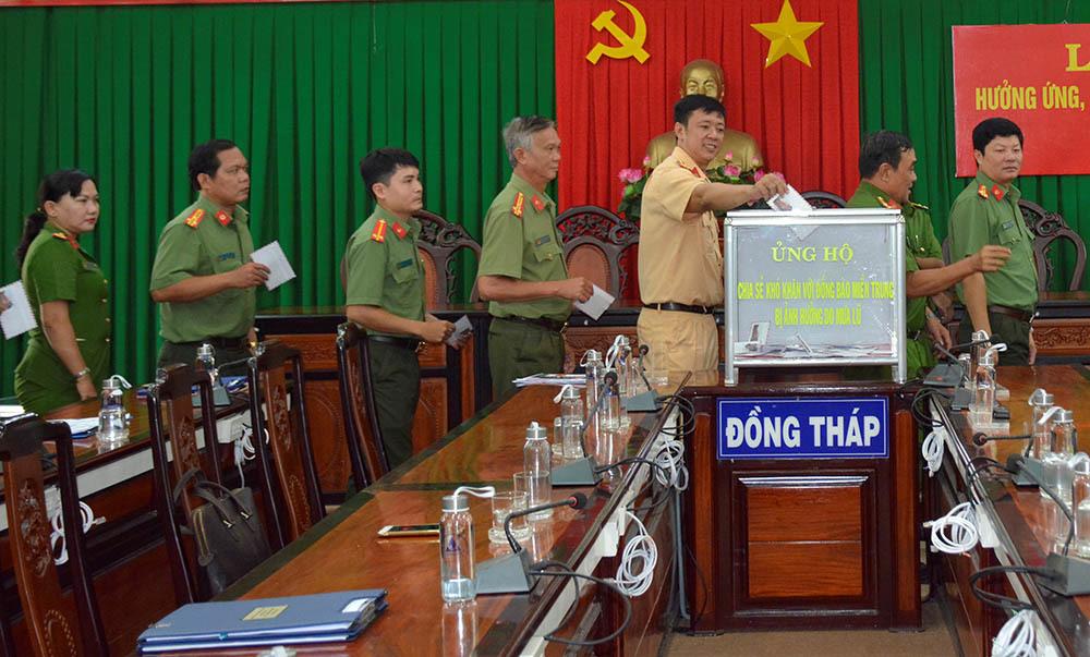 Công an Đồng Tháp, Sóc Trăng quyên góp 1,3 tỷ đồng ủng hộ đồng bào miền Trung