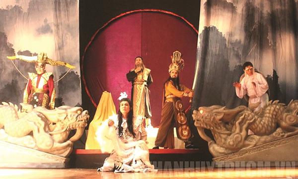 Veteran actor's drama troupe opens