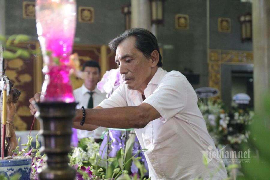 Thương Tín, Việt Trinh đến viếng và kể chuyện ân tình về NSND Lý Huỳnh