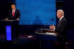 Ông Trump liên tiếp tung đòn, đối thủ Biden phản pháo kịch liệt