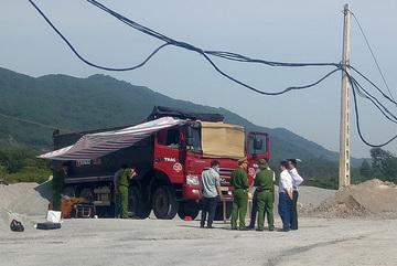 Điều tra tài xế xe tải tử vong trong buồng lái ở Hà Tĩnh