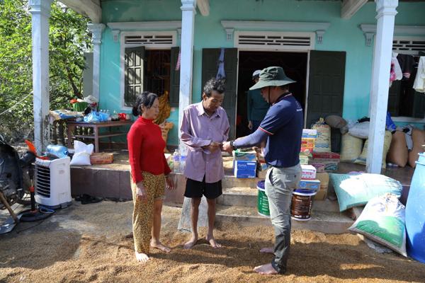 2000 thùng sơn Be&C Vietnam làm phao cứu sinh cho miền Trung chống lũ