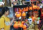 Halloween toys flood Hang Ma street