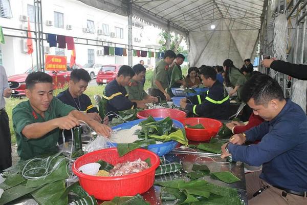 Công an Nghệ An tặng hơn 1,5 tỷ đồng cho các tỉnh bị lũ lụt