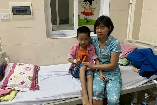 Mẹ đơn thân 'vô gia cư' tuyệt vọng xin cứu con