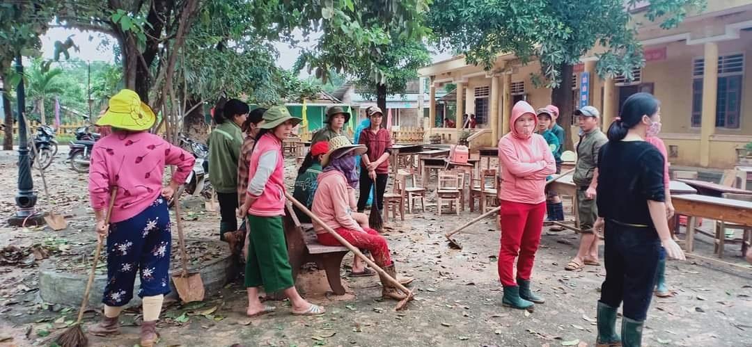 Hàng trăm trường học ở Quảng Trị hoang tàn sau lũ