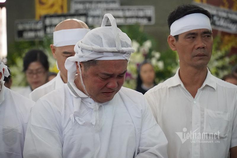 Lý Hùng nghẹn ngào nói lời tiễn biệt cha NSND Lý Huỳnh