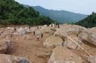 Sạt lở vùi lấp 4 người ở Quảng Bình, thi thể ba anh em đã tìm thấy