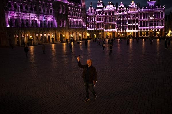 Châu Âu 'chìm trong im lặng và bóng tối' do Covid-19
