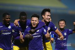 """Màn ăn mừng đầy cảm xúc của """"người hùng"""" Quang Hải"""