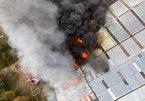 Nhà kho ở thành phố cảng của Pháp bốc cháy ngùn ngụt