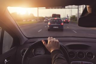 Vay ngân hàng mua ô tô chạy dịch vụ: Còng lưng trả nợ, lỗ nặng bán vội