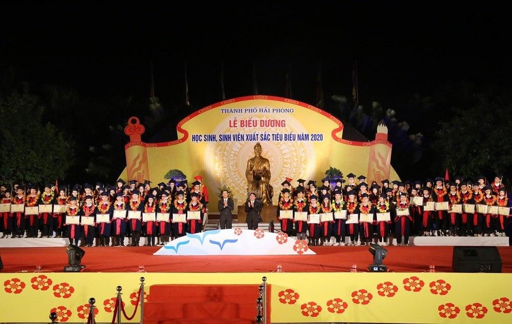 Hải Phòng chi 1,3 tỷ đồng khen thưởng học sinh, sinh viên