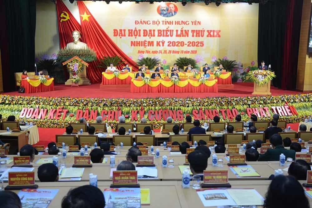 Bà Tòng Thị Phóng tham dự Đại hội đại biểu Đảng bộ tỉnh Hưng Yên