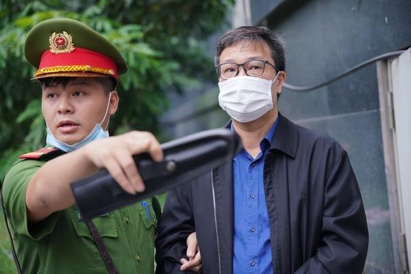 Con trai ông Trần Bắc Hà đặt lái xe ngồi ghế tổng giám đốc