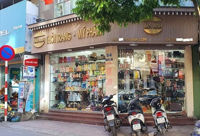 Sau lệnh 'siết' hàng xách tay, bất ngờ với cảnh tượng tại phố Nguyễn Sơn