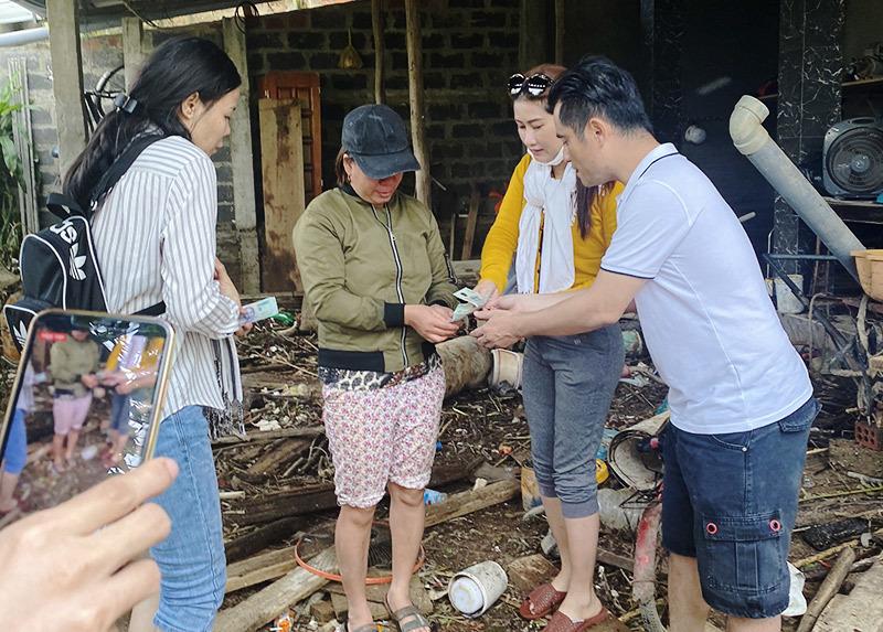 NTK Nhật Dũng tặng 5000 suất cơm, nhu yếu phẩm giúp người dân vùng lũ