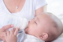 Toàn cảnh vụ bình pha sữa giải phóng hàng triệu hạt vi nhựa, khiến nhiều bố mẹ 'rụng rời chân tay'