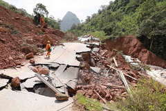 Quang Binh's roads severely damaged by floods