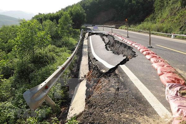 Quang Binh,floods,roads damaged