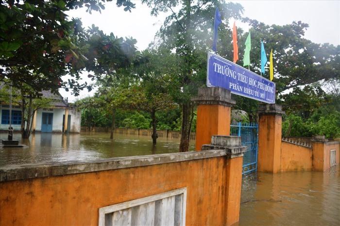 Đà Nẵng, Quảng Nam cho học sinh nghỉ học tránh bão số 9