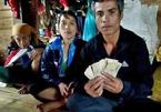Phát hiện 10 triệu trong túi áo cứu trợ, gia đình nghèo kiên quyết trả lại