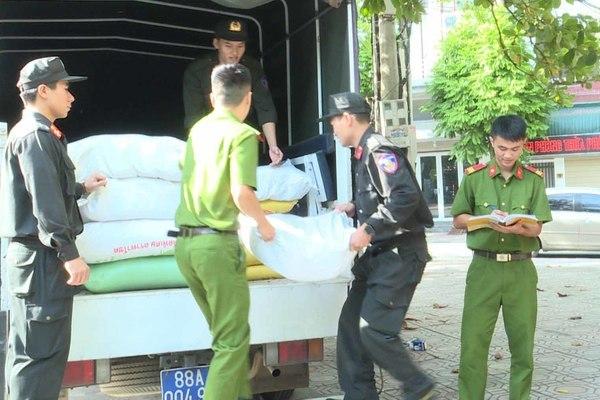 Công an tỉnh Vĩnh Phúc quyên góp ủng hộ đồng bào miền Trung