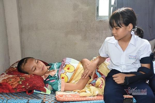 Bé gái cần 40 triệu đồng ghép sọ để tiếp tục được đi học