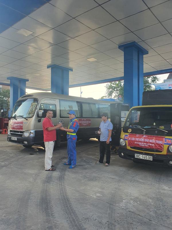 PVOIL hỗ trợ xăng dầu xe cứu trợ miền Trung