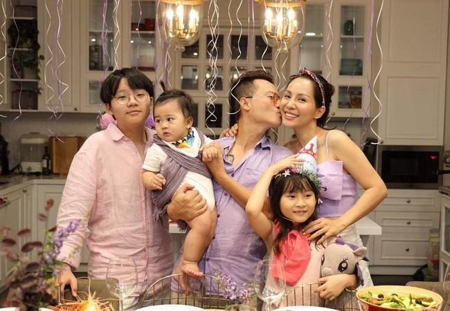 40 tuổi, Hoàng Bách có tổ ấm viên mãn bên vợ và 3 con