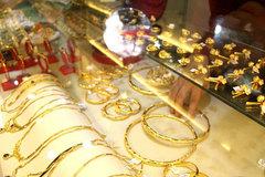 Giá vàng hôm nay 27/10: Chờ tin từ nước Mỹ, vàng sụt giảm