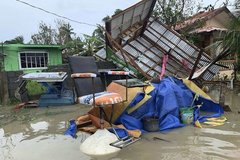 Bão Molave tàn phá Philippines, đang vào biển Đông